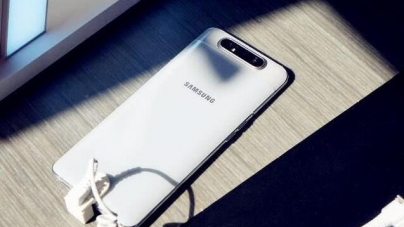 Samsung makes the king blow up, 500 less than the iPhone, 128GB + Snapdragon processor855