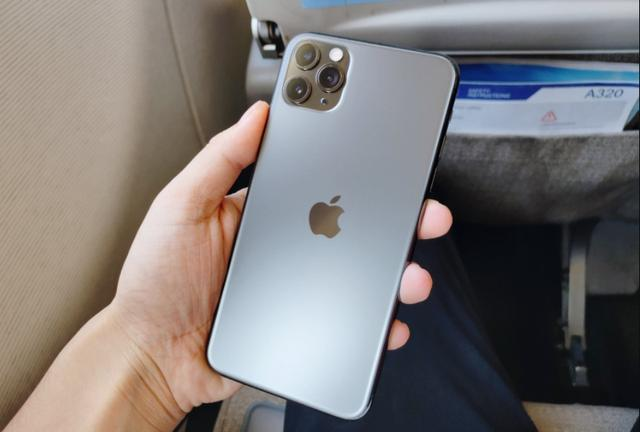 Iphone11promax Worth 10 000 Compare S10 To Know If The Money Is On The Blade Or On The Back Of The Knife Daily Fashion News Online